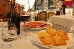 """Torta frita"""" de entrada e lambrusco na Trattoria Sorelle Picchi. Que saudades! - """"Roteiro 1 dia em Parma na Itália"""" by @Alexandra Aranovich"""
