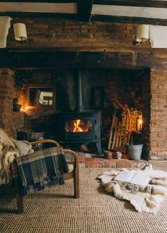 Traditional decor stove fireplace ideas country cottages, country cottage interiors bedroom, c Country Cottage Interiors, Rustic Cottage, Rustic Interiors, Tudor Cottage, Cottage House, Cosy Cottage Living Room, Country Cottages, Country Decor, Cosy House
