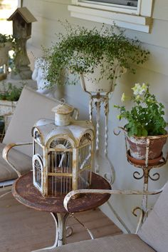 chippy garden porch decor ~~ from Faded Charm
