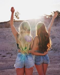 Mari Maria e Jessica Bff Pics, Cute Friend Pictures, Best Friend Fotos, Friend Tumblr, Shotting Photo, Best Friend Drawings, Best Friend Photography, Lake Pictures, Friend Poses
