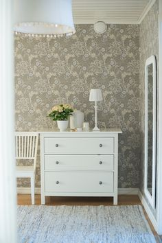 Morris and co. Seaweed wallpaper bedroom