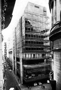 Mario Roberto Alvarez. Arquitectura Forma y Ciudad Bank Of America, Latin America, Form Architecture, Mario, Times Square, World, Places, Motown, Facades