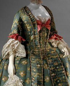 detail of Robe Francaise