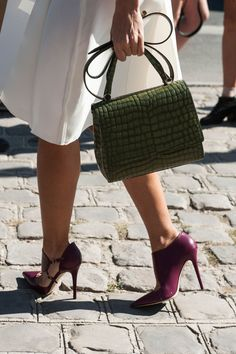 Details in street style. Autumnal colour leather accessories at Paris Fashion Week Spring 2015 #pfw #details