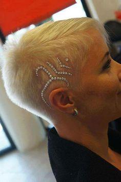 Különleges alkalmakra: strasszos #hairtattoo Szerinted? / For special occasions: Rhinestone #hairtattoo Do you?