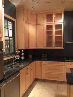 Kitchen Pantry Design, Kitchen Redo, Kitchen Layout, Home Decor Kitchen, Interior Design Kitchen, Home Kitchens, Kitchen Remodel, Black Quartz Kitchen Countertops, Birch Kitchen Cabinets