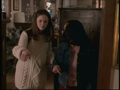 In the tiny, fictional town of Stars Hollow, Rory Gilmore wore some very memorable outfits over the course of Gilmore Girls seven season run. Although most of her better style decisions definitively happened toward the end of the series, Rory was alw Estilo Rory Gilmore, Rory Gilmore Style, Lorelai Gilmore, Grunge Outfits, Doc Martens, Katie Roberts, Outfits For Teens, Girl Outfits, Gilmore Girls Fashion