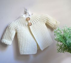 Vintage inspired cardi/jacket – Knitting pattern by OGE Knitwear Designs - Kapuzenschal Stricken Scoodie, Ravelry, Vintage Inspiriert, Baby Scarf, Christmas Knitting Patterns, Plymouth Yarn, Dress Gloves, Yarn Brands, Garter Stitch