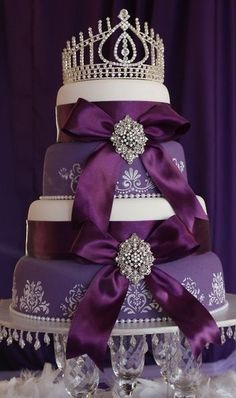 Is your favorite color purple? Do you love fairytales? This is the perfect cake for you! | Quinceanera Cake Ideas |