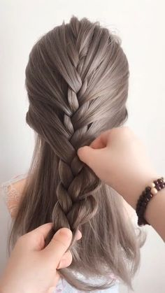 Link - Women Casual Hair Style Women Casual Hair Style Every hair style that can be named leisure will certainly bring elegant temperament, making girls look as if they are the grass and trees of hairstyles for school Basic Hairstyles, Casual Hairstyles, Hairstyles For School, Braided Hairstyles, Medium Hair Styles, Curly Hair Styles, Hair Videos, Hair Designs, Prom Hair