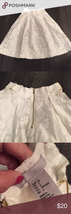H&M Floral Skirt NWOT. Size 2. White. Cute gold detailing H&M Skirts