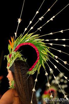 My beautiful daughter - Heiva I Tahiti 2011 with Tumata Robinson's group (Tahiti Ora). Costume designed by Rounui Fagu and hand made by each dancer. Polynesian Dance, Polynesian Islands, Polynesian Culture, Hawaiian Islands, Tahitian Costumes, Tahitian Dance, Hawaiian Dancers, Estilo Tropical, Hula Dancers