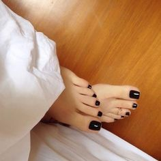 Swipe👉🏾👣🔥 I couldn't sleep seeing perfect toes out the sheets like these 😍🖤 Black Toe Nails, Pretty Toe Nails, Cute Toe Nails, Pretty Toes, Foot Pics, Foot Pictures, Feet Soles, Women's Feet, Nice Toes