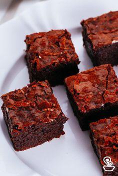 procurando uma receita de brownie incrível? então você vai se apaixonar por essa delícia que ainda tem um leve toque de café