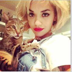 Rita Ora col suo gatto Bruno