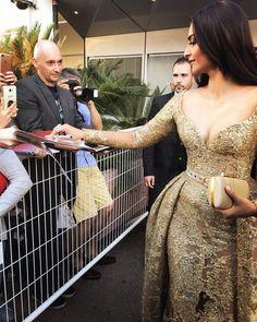 SONAM KAPOOR Cannes2017 dress gold