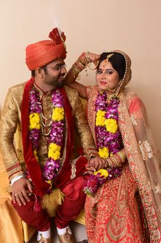 Indian Wedding Poses for Bride and Couples. Must check these latest wedding poses before your big day. Indian Wedding Poses, Indian Wedding Photography Poses, Wedding Portraits, Photography Couples, Wedding Couples, Wedding Day, Wedding Dreams, Funny Wedding Photos, Wedding Pics