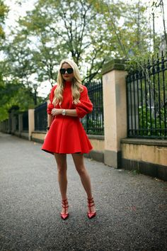 Skirt: HM (similar here with Sweater: HM (similar here). Sunglasses: Karen Walker Super Duper off with Jewelry: Hermes, Cartier. Sweater Fashion, Ootd Fashion, Style Fashion, Red Lipstick Outfit, Red Valentino Shoes, Valentino Rockstud, Smart Casual Attire, Estilo Blogger, Vogue