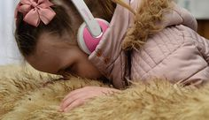 Helping a blind child to understand the senses at the farm