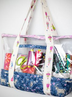Sew a See-Through Bag - Free Fabric and Vinyl Tote Sewing Pattern — SewCanShe Bag Pattern Free, Bag Patterns To Sew, Sewing Patterns Free, Free Sewing, Baby Sewing, Sewing Projects For Beginners, Sewing Tutorials, Sewing Tips, Sewing Hacks