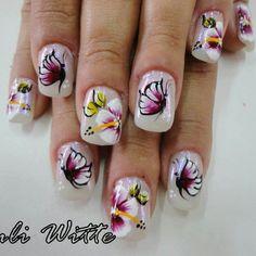 Nail com Borboleta by Suli Witte.