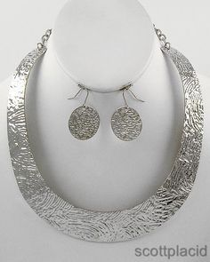 """CHUNKY SILVER TONE METAL NECKLACE SET     * If you need a necklace extender I have them for sale in my store.*        NECKLACE: 16 1/2"""" LONG + EXT    DROP: 1"""" L               HOOK EARRINGS: 1 3/8"""" LONG                     COLOR: SILVER TONE  $20.99"""