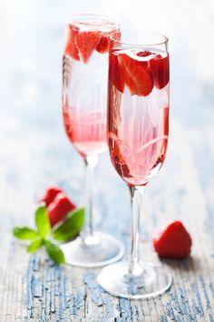 Champagner Cocktail mit Erdbeeren | look! - das Magazin für Wien