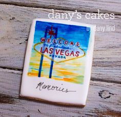 Las Vegas Vintage Welcome Sign iced decorated sugar cookie / biscuit by Dany's Cakes | Cookie Connection. Galleta decorada Las Vegas.