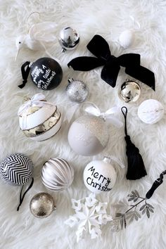 Homevialaura | Christmas tree decorations | monochrome | silver | gold