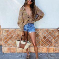JULIE SARIÑANA (@sincerelyjules) • Fotos y vídeos de Instagram Sincerely Jules, Beach Attire, Instagram, Mini Skirts, How To Wear, Fashion, Moda, Beachwear, Mini Skirt