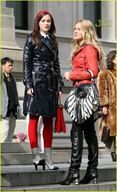 Gossip Girl set, Blair wears a Black Patent Leather Tory Birch Trench Serena wears a Red Leather Cropped Jacket Gossip Girl Blair, Moda Gossip Girl, Estilo Gossip Girl, Blair Waldorf Gossip Girl, Gossip Girls, Blair Waldorf Outfits, Blair Waldorf Style, Fashion Tv, Fashion Clothes