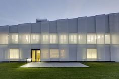 Sedus Stoll, a furniture manufacturer, has built itself a new building with a textile skin made of glass fiber fabric.