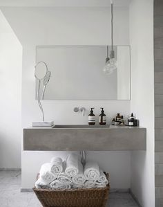 Reasons to Use Concrete Countertops in Your Bathroom Modern bathroom design. Concrete Bathroom, Bathroom Countertops, Concrete Countertops, Bathroom Cabinets, Vanity Countertop, Concrete Wall, Bad Inspiration, Bathroom Inspiration, Interior Inspiration