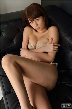 日本AV女皇立花サキ自拍丰满胸部照片