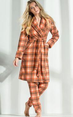 Sinta-se abraçado pelo Robe de Micro Soft Pettenatti. MIXTE PIJAMAS • Fall - Winter 2017