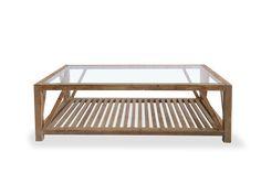 Mesa de centro realizada en madera de pino, con cristal en la tapa y revistero de listones.