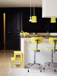 black + yellow kitchen (via Home Colors / French By Design) House Design, Black Kitchens, Yellow Kitchen, Dream Kitchens Design, Yellow Interior, Home Kitchens, Modern Kitchen Design, Kitchen Design, House Colors