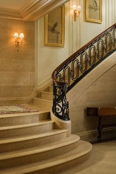 Neoclassic staircase |  design Peter Pennoyer Architects | photo Jonathan Wallen