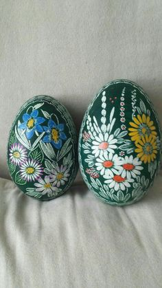 Flowerpower scratched on eggs each 16 Euro