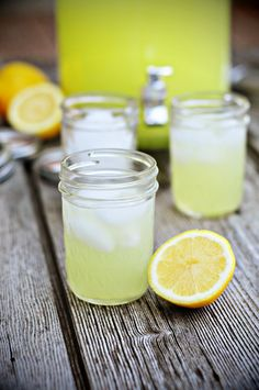 Fresh Squeezed Lemonade - perfect for summer from @Kristen Wogan Doyle