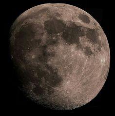 Twitter / AstronomiaZaragoza: Una de mis mejores fotos de la luna a color