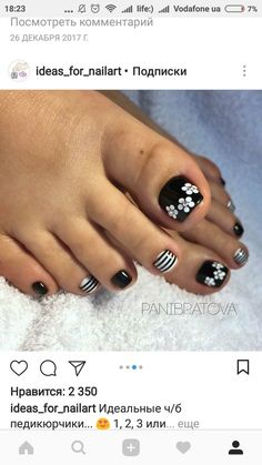 of the best nail art on toes inspiration for 2019 48 Pretty Toe Nails, Cute Toe Nails, Fancy Nails, Diy Nails, Toe Nail Color, Toe Nail Art, Nail Colors, Toenail Art Designs, Flower Pedicure Designs