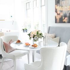 The perfect breakfast nook for the perfect breakfast!