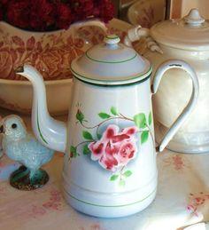 Cafetière tôle émaillé décor rose pochoir Digoin enamelled enamelware coffee pot