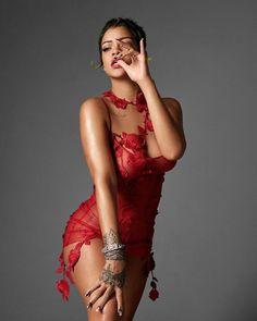 Rihanna (06/02/2021 for VOGUE the production was made by Rihanna and her team and companies #rihanna #fenty #savagexfenty #badgalriri #riri #fentybeauty #fentyskin #fashion #vogue Moda Rihanna, Rihanna Vogue, Rihanna Riri, Rihanna Style, Beyonce, Magazine Vogue, Bikini, Editorial Fashion, Celebs