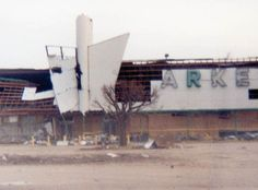 View of Publix supermarket following Hurricane Andrew - Miami, Florida