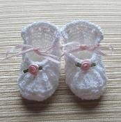 Shoes with Roses For a Girl 0-3 Months - via @Craftsy