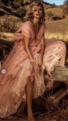 Pink dress, outside editorial pictures Fashion Photography Inspiration, Photoshoot Inspiration, Editorial Photography, Portrait Photography, Photography Studios, Inspiring Photography, Creative Photography, Digital Photography, Fashion Poses