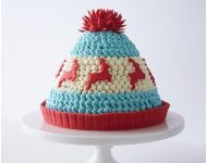 Knitted Winter Hat Cake - adorable Christmas dessert you can make at home Holiday Cakes, Christmas Desserts, Christmas Baking, Christmas Cakes, Holiday Parties, Mini Cakes, Cupcake Cakes, Hat Cake, Savoury Cake