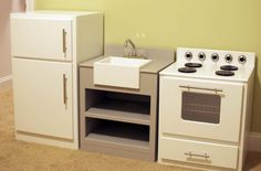 Low Country Living: Play Kitchen - includes links to plans for fridge and stove from Lowes
